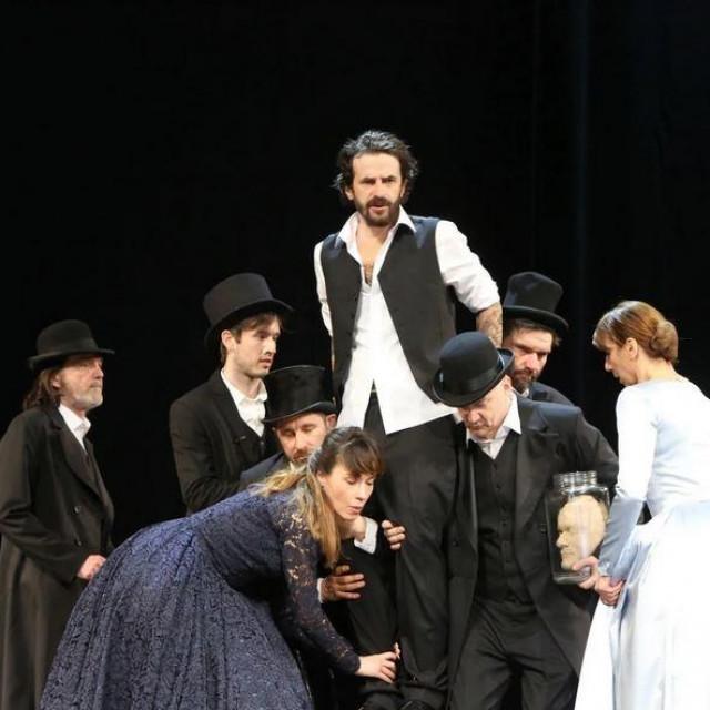 """Gogoljev """"Revizor"""" u režiji Sergeja Potapova premijerno je izveden u zagrebačkom HNK"""