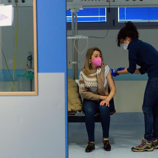 Cijepljenje AstraZenecom, Ilustracija