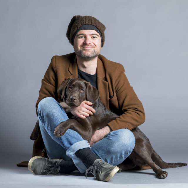 Glumac Filip Riđički sa psom