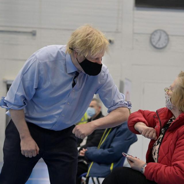 Boris Johnson u centru za cijepljenje protiv covida