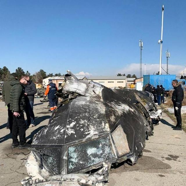 dio olupine srušenog zrakoplova