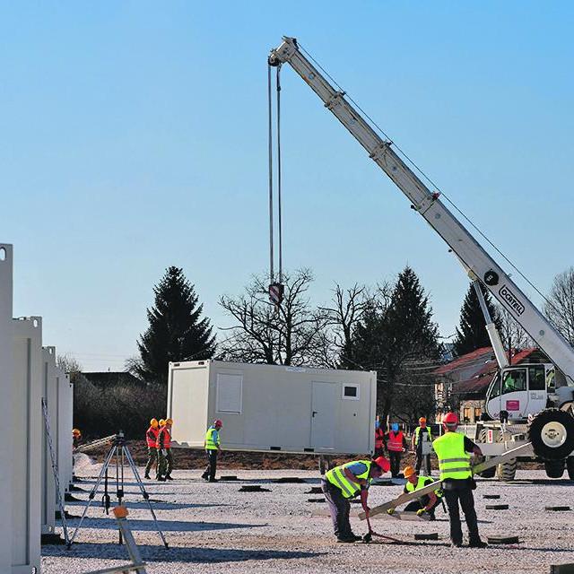 Izgradnja kontejnerskog naselja u Glini