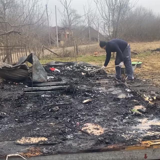 Izgorio stambeni kontejner