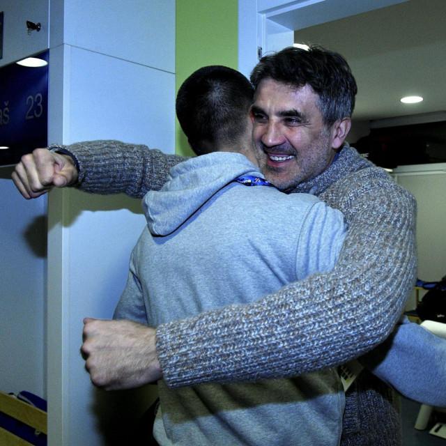 Zoran Mamić u svlačionici nakon utakmice slavi veliku pobjedu Dinama