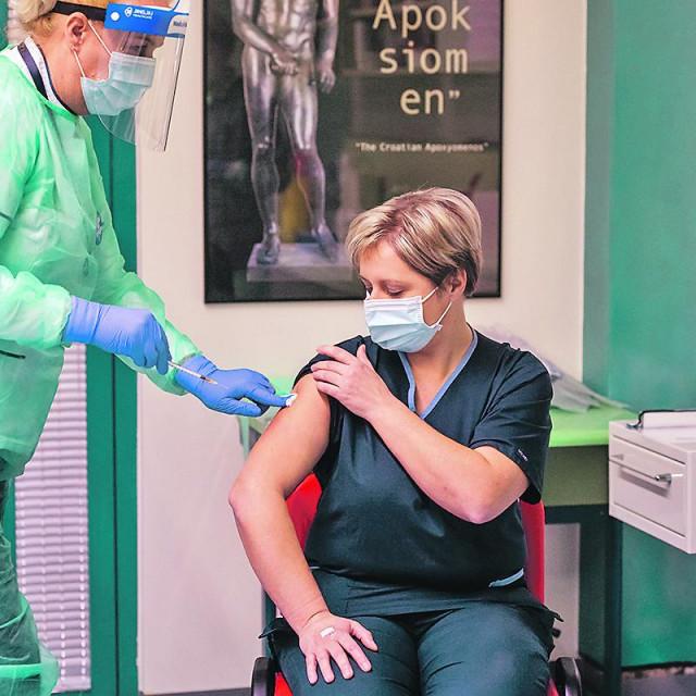Cijepljenje zdravstvenih djelatnika protiv bolesti COVID-19