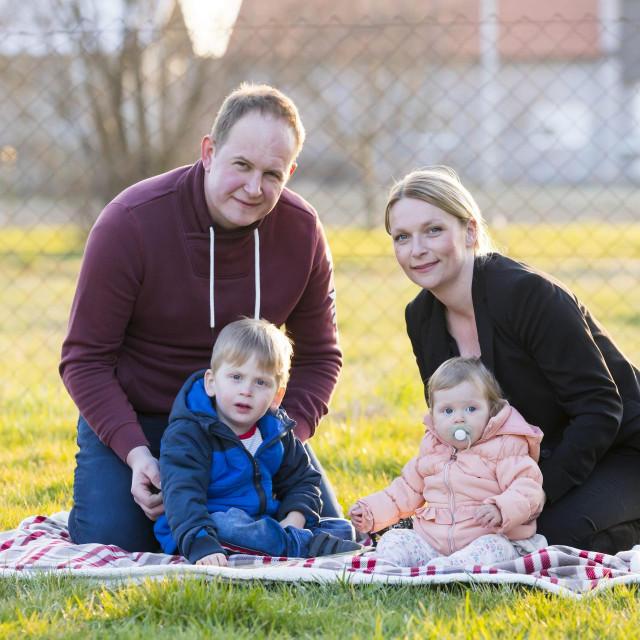 Dijana Kos sa suprugom i djecom