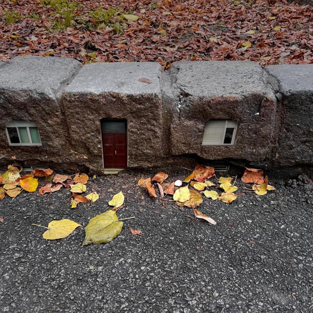 Sve je počelo fotografskim intervencijama s prikazima kućnih pročelja na neobičnim mjestima