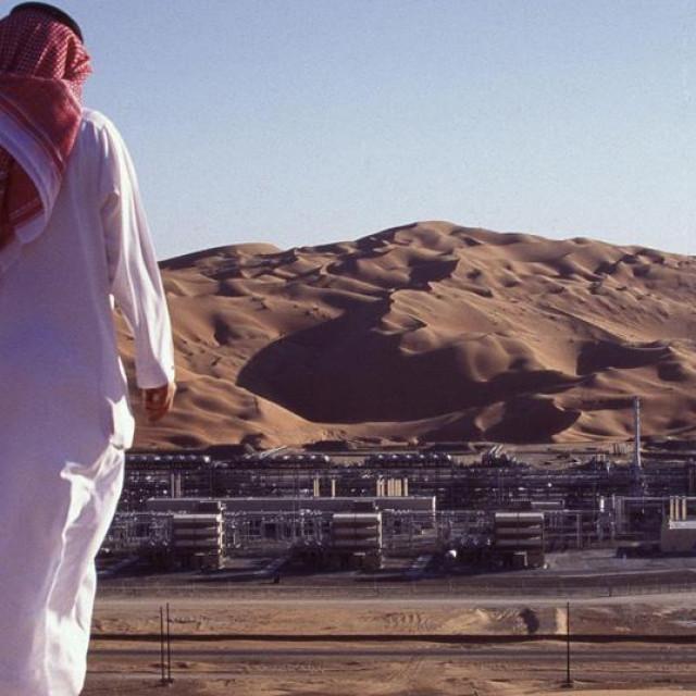 Ilustracija, naftna bušotina u Saudijskoj Arabiji