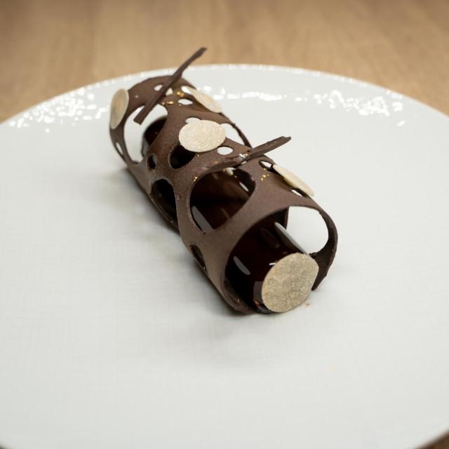 Desert od čokolade i višanja s dalmatinskim tartufima