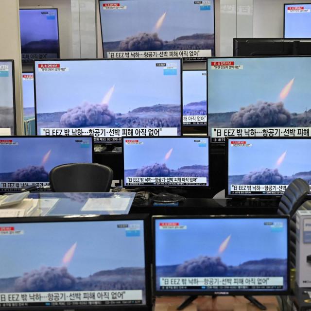 Lansiranje projektila se gleda na televiziji u Seulu