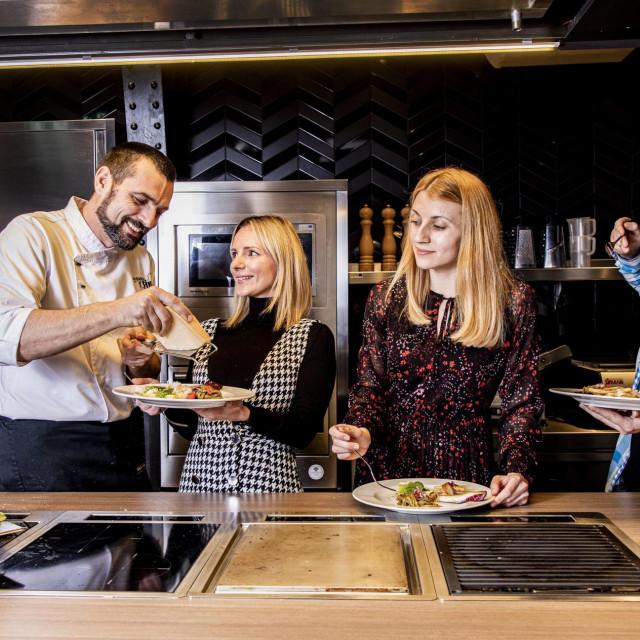 Testiranje Aurelia svježe tjestenine u jelima chefa Davida Skoke. Jela su testirali gastro infuencerica Mateja Krvarić (Uvijek gladna), voditeljica Native Ad Studija Hanza Medije Daria Bertak i novinar Matija Boltižar