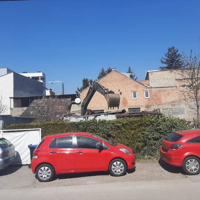 Rušenje kuće na Trešnjevci