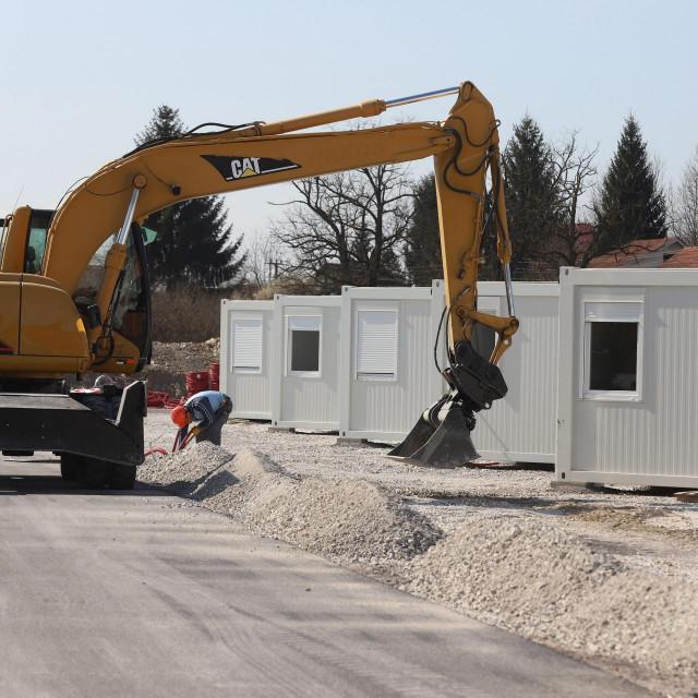 Završni radovi na kontejnerskom naselju u Glini<br />