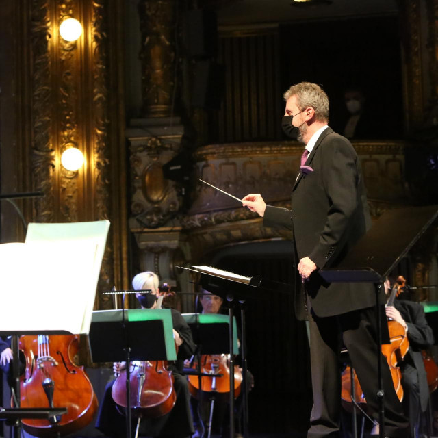 Simfonijski koncert u HNK vodio je novi šef-dirigent Aleksandar Kalajdžić