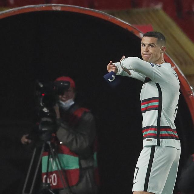 Ljutiti Ronaldo napušta travnjak u Beogradu