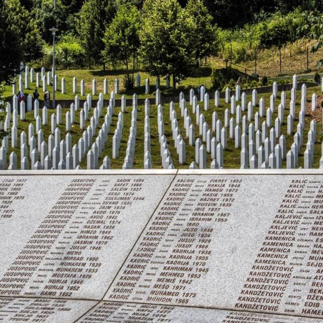 Memorijalno groblje u Srebrenici/Ilustracija