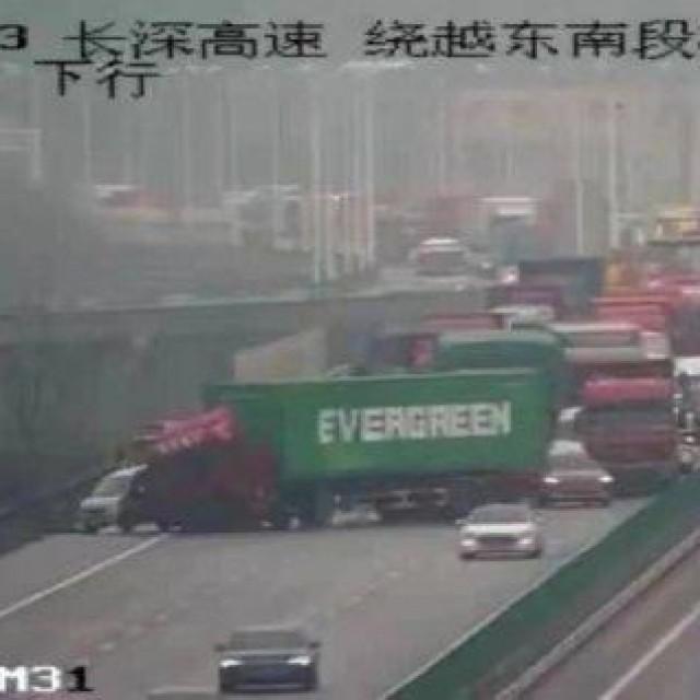 Prometna nesreća na autocesti u Kini