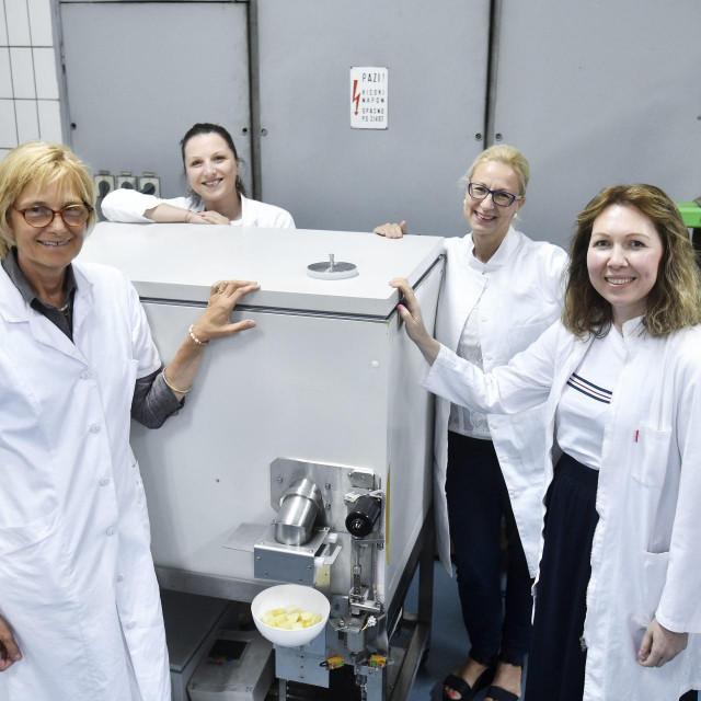 Branka Levaj, profesorica na Prehrambeno-biotehnoloskom fakultetu koja je zajedno sa svojim timom patentirala uređaj koji pohranjuje i sjecka svjeze voće i povrće