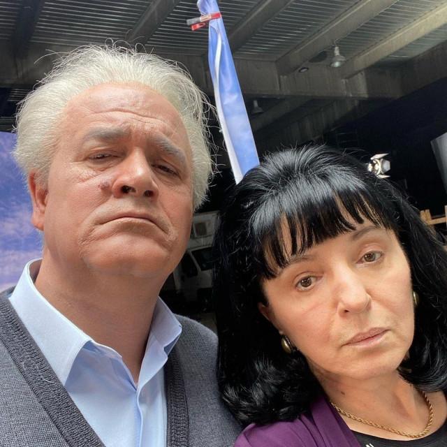 Bračni par Milošević, Slobodan i Mirjana, odnosno glumciBoris Isaković i Mirjana Karanović
