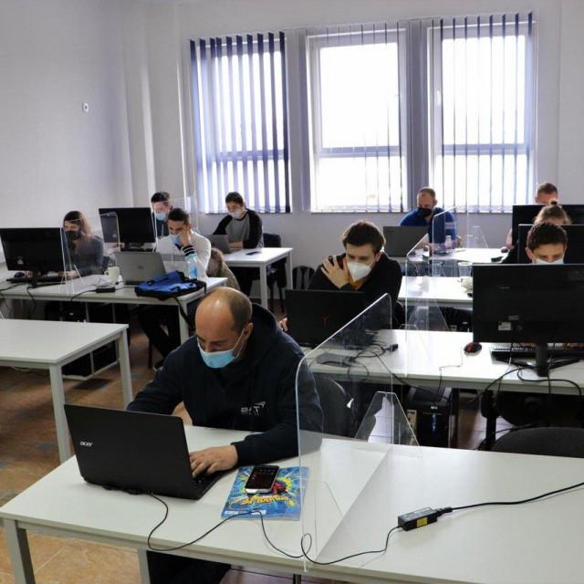 Polaznici će do kraja rujna odraditi 1000 sati teorijske i praktične nastave, a edukacija je za besplatna