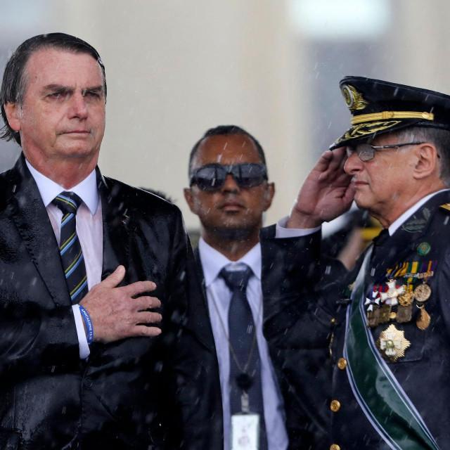 Jair Bolsonaro (L) i zapovjednik kopnene vojske Edson Pujol (arhivska fotografija)