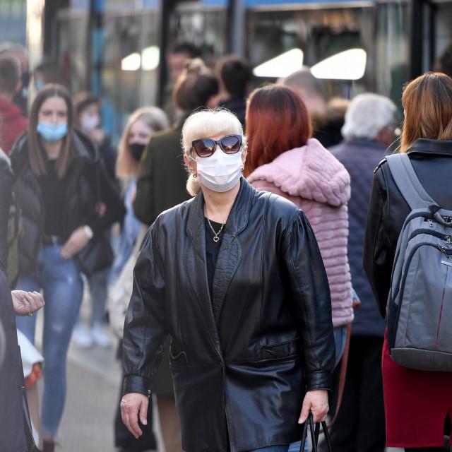 Građani s maskama u Zagrebu