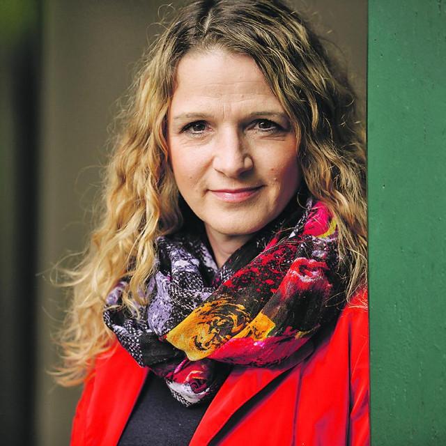 Roman novinarke Bronje Žakelj u Sloveniji je prodan u respektabilnoj nakladi od 16. 000 knjiga