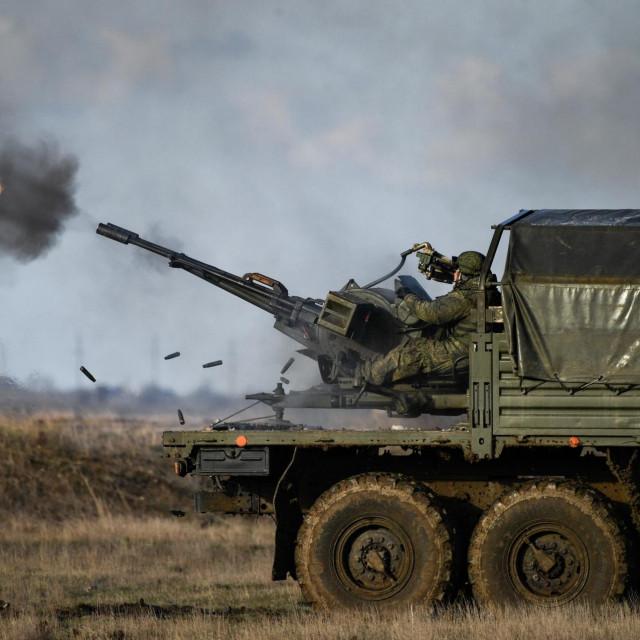 Prizor s Krima, vojne vježbe