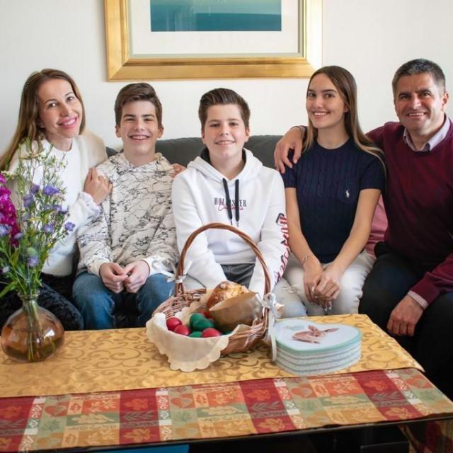 Vice Mihanović s obitelji