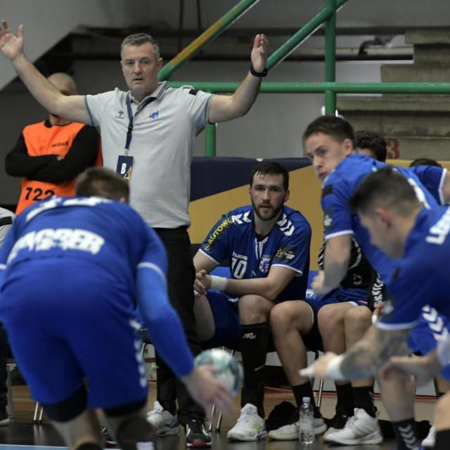 Trener Ivica Obrvan s igračima PPD Zagreba