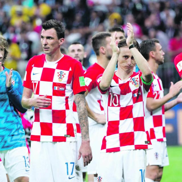 Slijeva nadesno: Andrej Kramarić, Mario Mandžukić, Luka Modrić, i Vedran Ćorluka nakon finala u Rusiji i posljednjeg zajedničkog nastupa za Vatrene