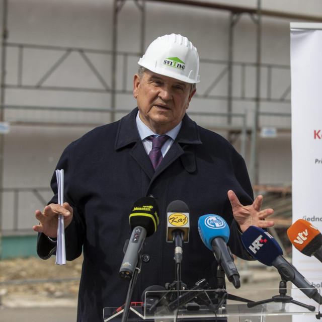 Župan Radimir Čačić u društvu ravnatelja OB Varaždin Nenada Kudelića obišao je gradilište u bolnici