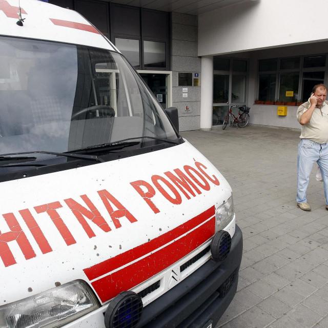 Hitna pomoć ispred bolnice u Zaboku