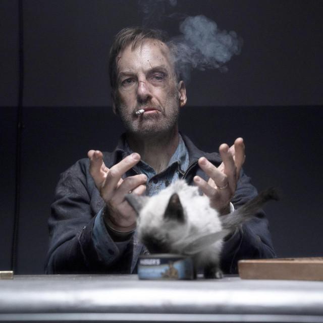 """Bob Odenkrik iz serije """"Nazovite Saula"""" odlično funkcionira kao akcijski junak"""