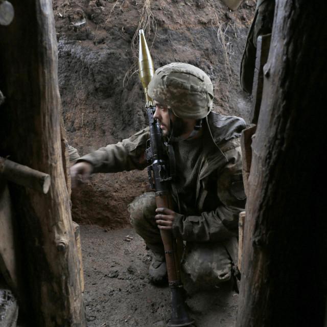 Ukrajinski vojnici isprobavaju ratnu opremu zbog potencijalnog sukoba