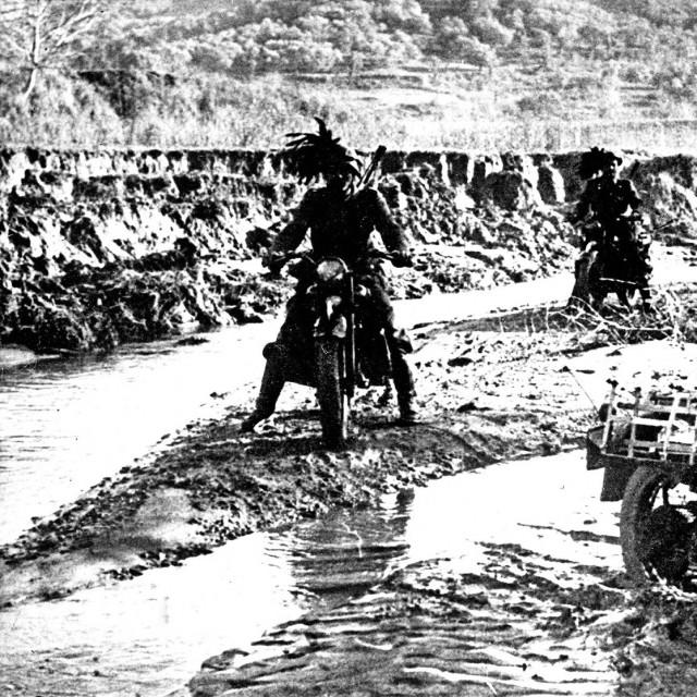 Motorizirane talijanske jedinice, početkom travnja 1941. nadiru prema Jugoslaviji