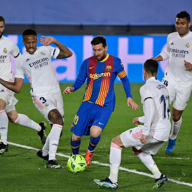Messi u okruženju Modrića i društva
