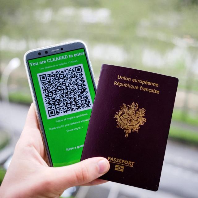Francuska putovnica i Covid potvrda