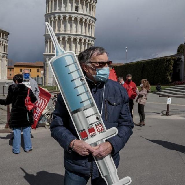 Prosvjed u Pisi 18.ožujka za bržu distribuciju cjepiva među starijom populacijom.