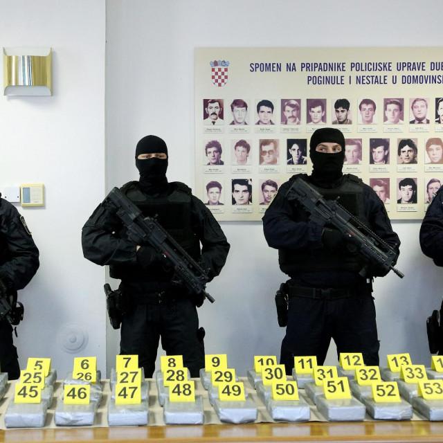 Izvanredna konferencija za medije povodom zaplijene kokaina u Luci Ploče