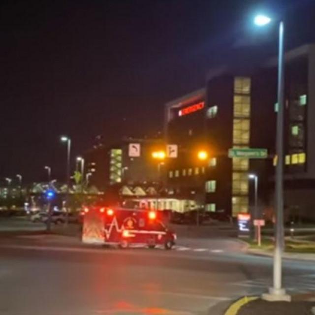 Snimke ispred bolnice u Indianapolisu