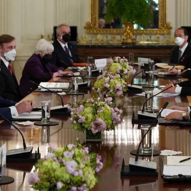 Joe Biden i Yoshihide Suga
