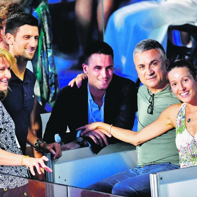 Novak sa bratom i ostatkom obitelji