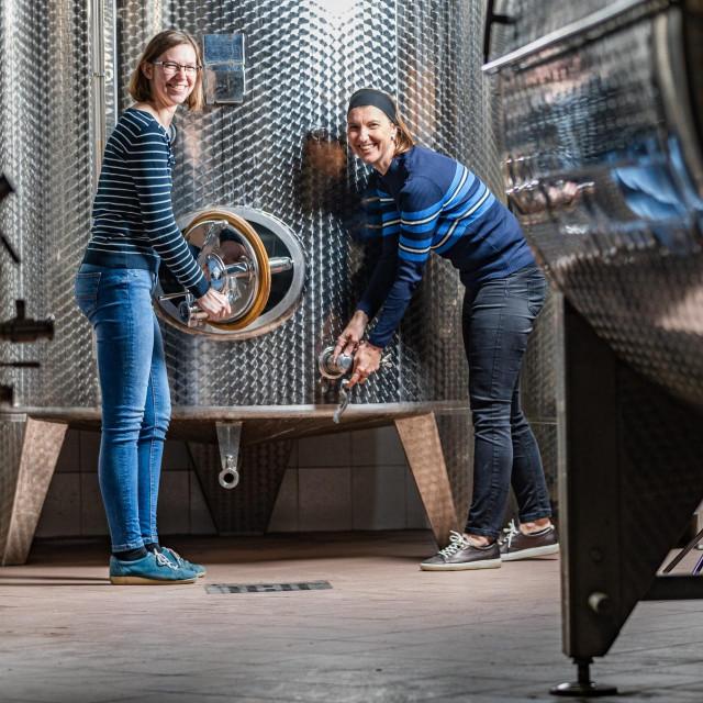Sestre Ana i Katarina Perušić iz vinarije Misal proizvode pjenušce