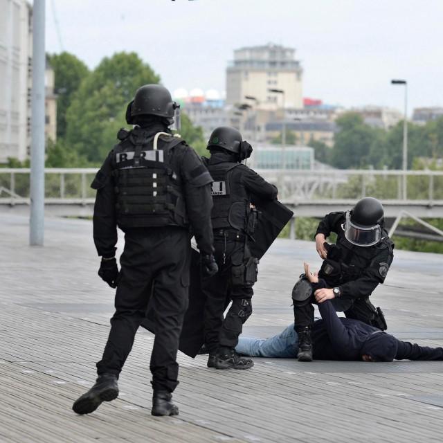 Policija u Francuskoj, ilustracija
