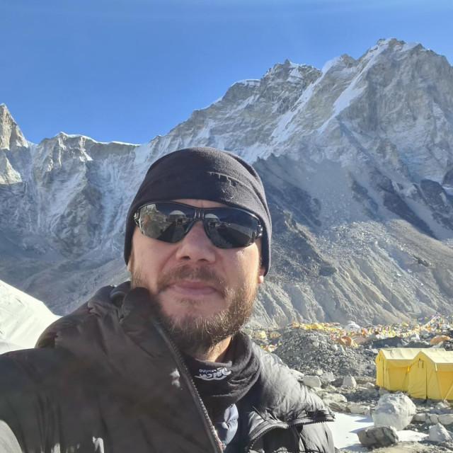 Mario Celinić u baznom kampu na Himalaji priprema se za uspon na Mt. Everest