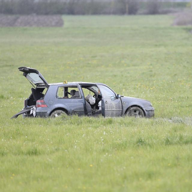 U slijetanju automobila s ceste u naselju Tomaševac jedna je osoba smrtno stradala, dvije su ozlijeđene.<br /> Policijski očevid je u tijeku.<br />