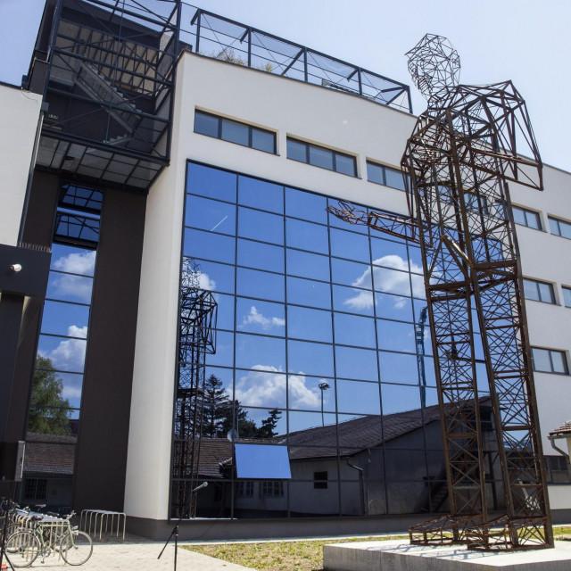 Skulptura Tesle visoka je 12,5 metara i najviša je na svijetu