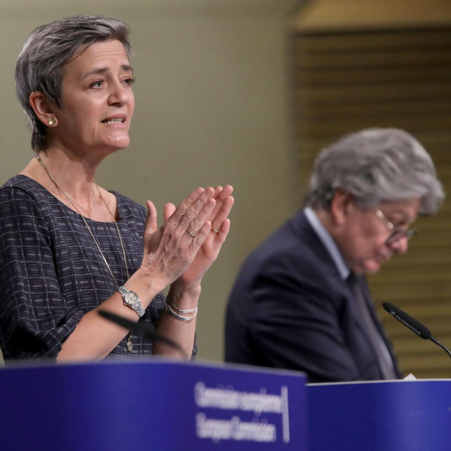 """""""Današnjim prijedlozima nastoji se učvrstiti položaj Europe kao svjetskog centra izvrsnosti u području UI"""" rekli su povjerenici na presici."""