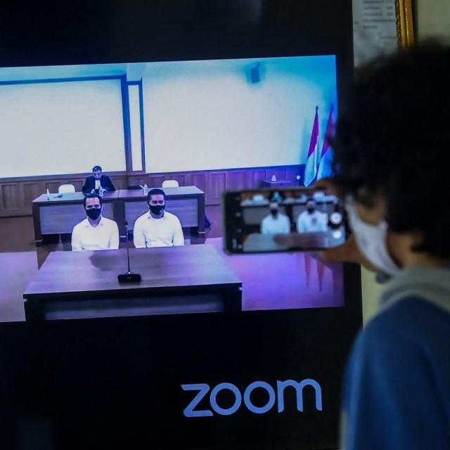 Praćenje suđenja putem Zooma/Ilustracija